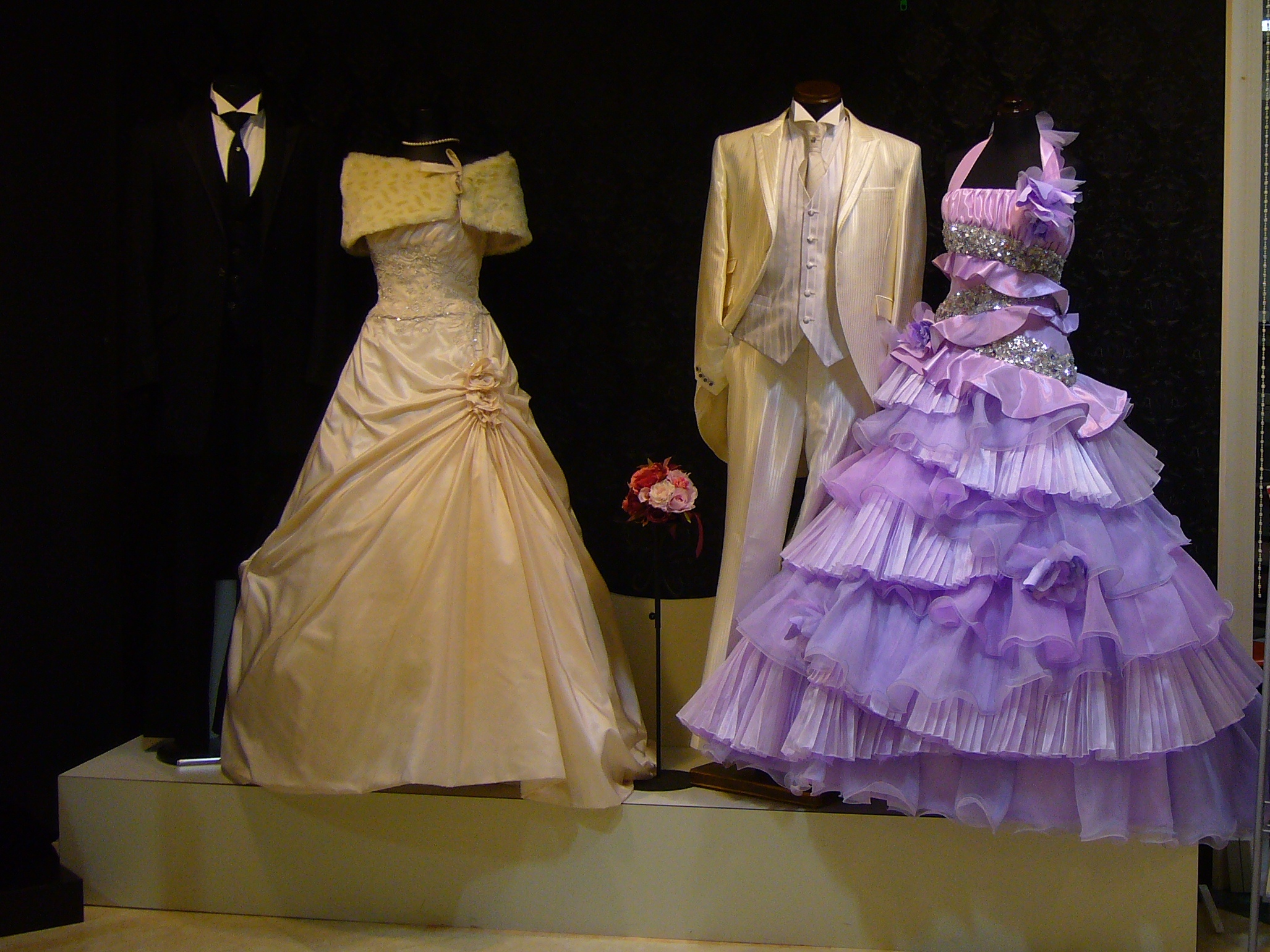 Wedding Dress For   In Japan : Moved permanently