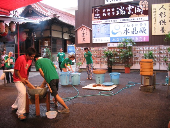 mochi making in osu kannon 1