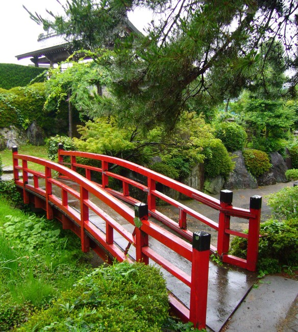 Sumo wrestlers temple
