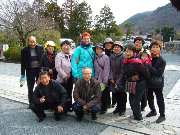 gaijin with elated japanese family in kyoto temple