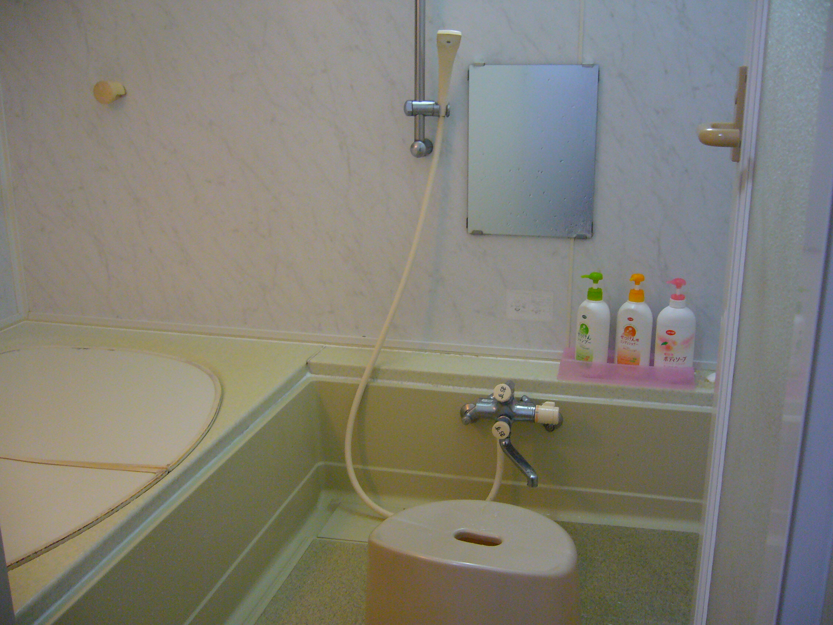 How to take a bath in japan the japans for Restroom tub
