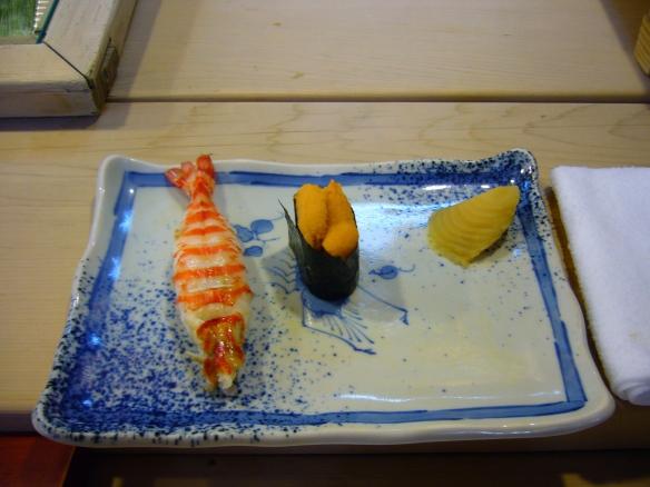 types of sushi: nigirizushi and gunkanmaki
