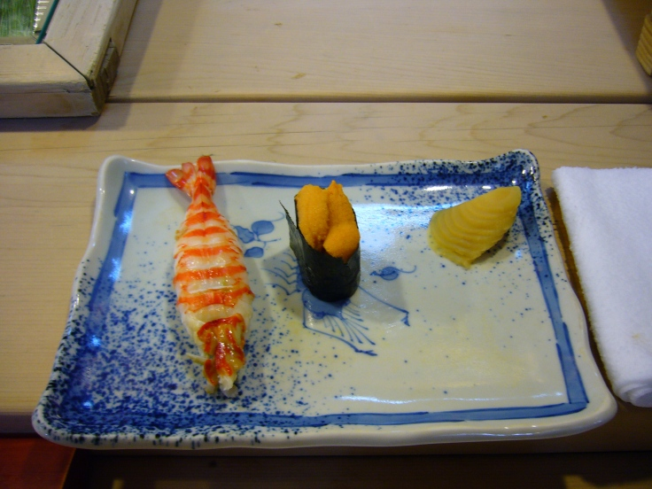 types of sushi: nigirizushi and gunkanmaki